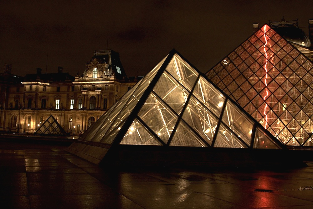 Louvre_at night