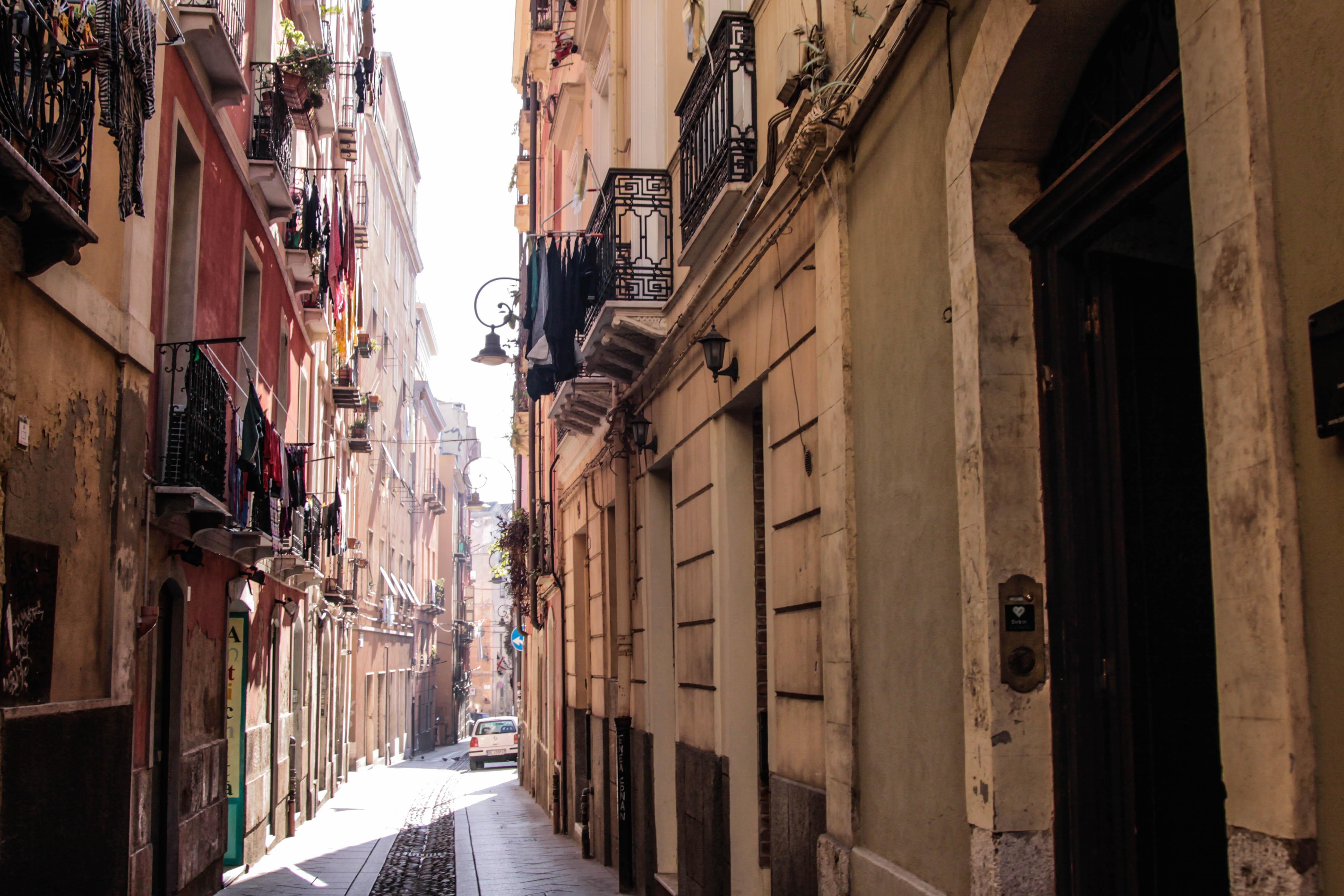 street_cagliari_smell_of_jasmine